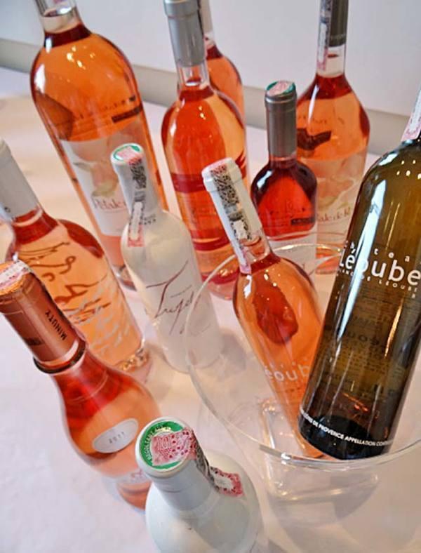 A seleção de vinhos rosé preparados para a degustação