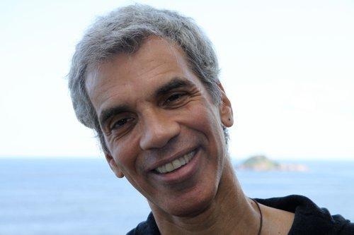 cantor e guiatarrista Celso Fonseca