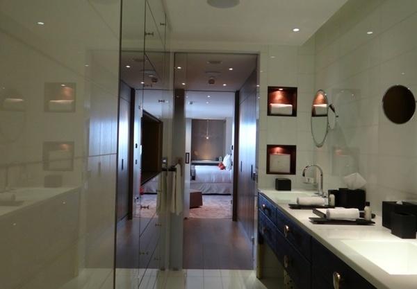 Banheiro do hotel cinco estrelas de Paris Mandarin Oriental