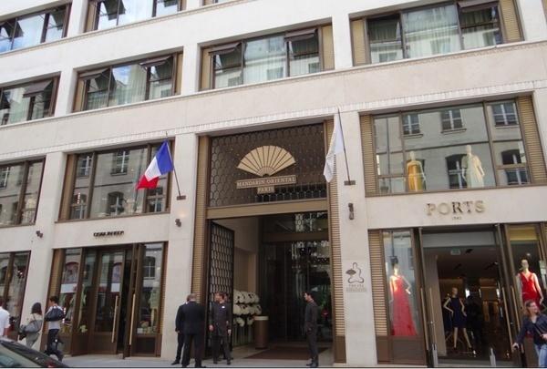 Fachada do hotel de luxo Mandarin Oriental em Paris