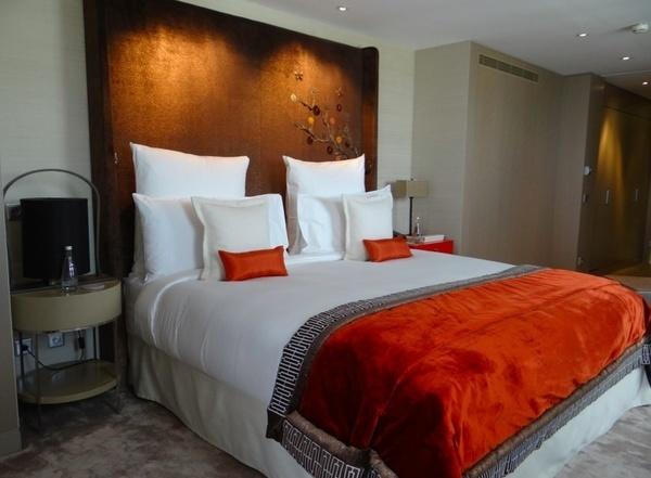 Quarto do casal, localizado no hotel de luxo na rua Saint Honoré, Mandarin Oriental