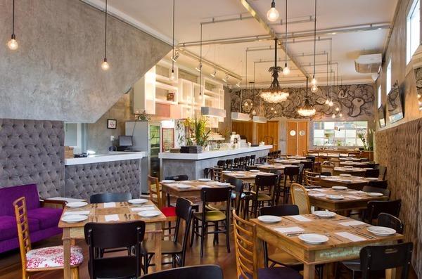 O ambiente do restaurante AK Villa, em São Paulo