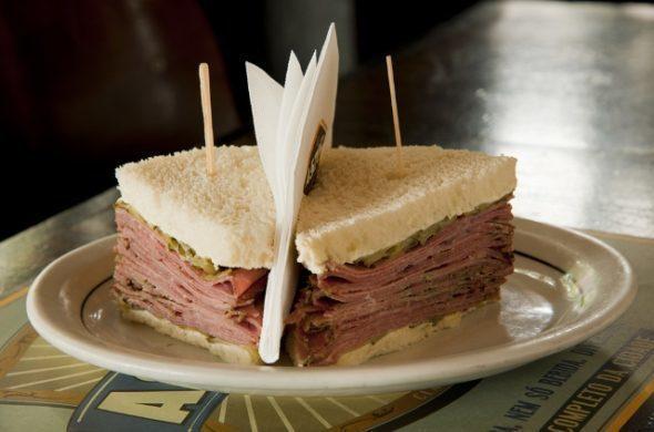 Sanduíche caprichado do Bar do Astor