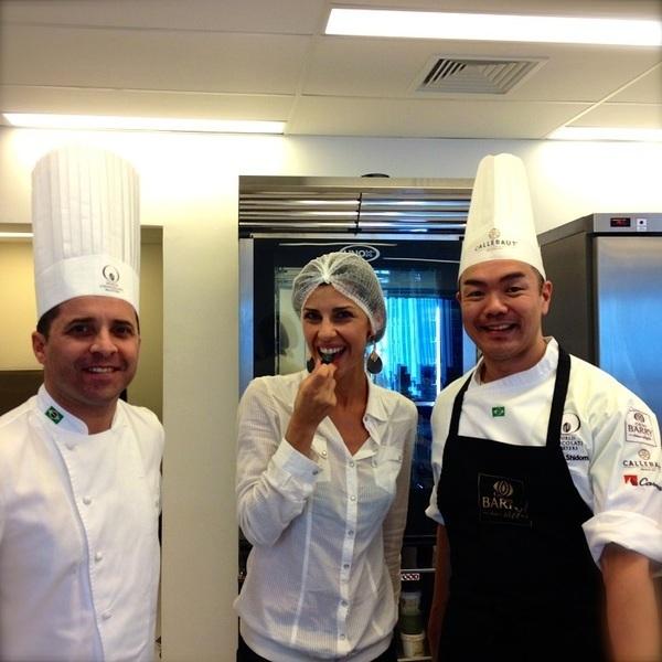 Carla Fiorito entre os chefes Bertrand Busquet e Sergio Shidomi