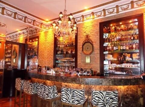 Paris Bar - Monica Barros