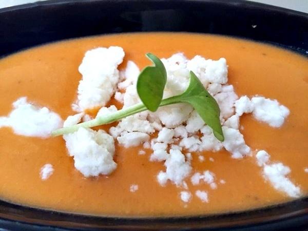 A culinária espanhola do restaurante Alacena