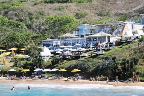 Silk Beach Club comemora um ano com festa em BúziosSilk Beach Club comemora um ano com festa em Búzios