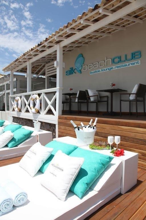 Silk Beach Club comemora um ano com festa em Búzios