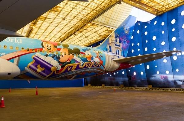 Disney e TAM lançam avião temático em Brasília