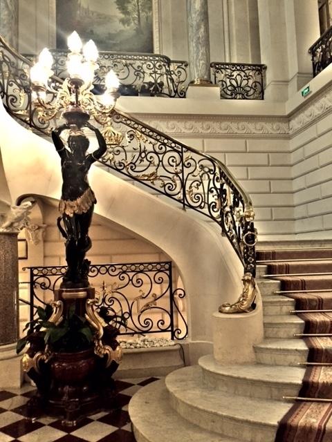 Restaurante do Hotel Shangri-la em Paris