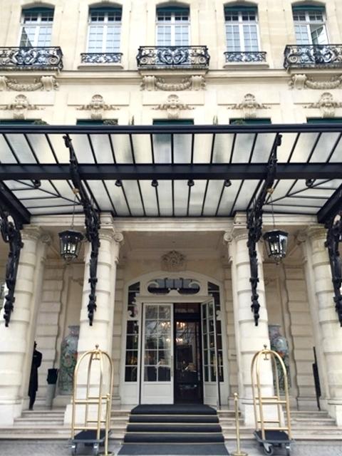 Restaurante do Hotel Shangri-la Paris   Cinco estrelas com vista para a Torre Eiffel