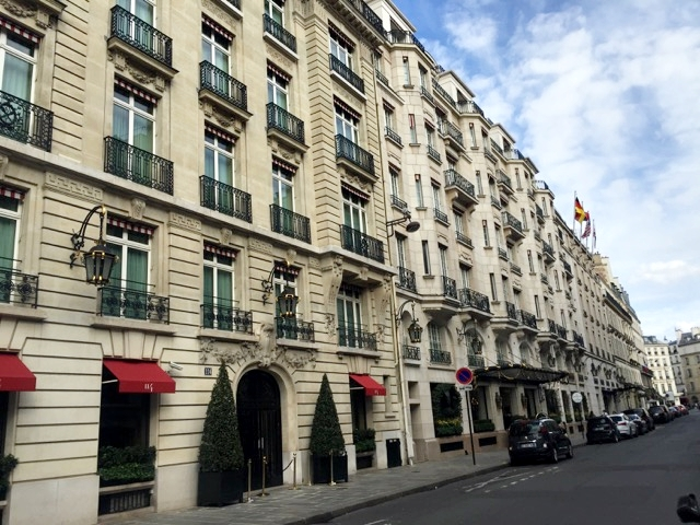 Rua e Fachada do Hotel