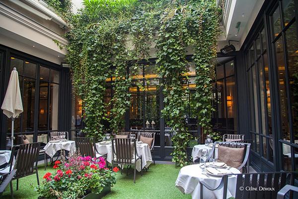 Jantar no Restaurante Baudelaire em Paris 6