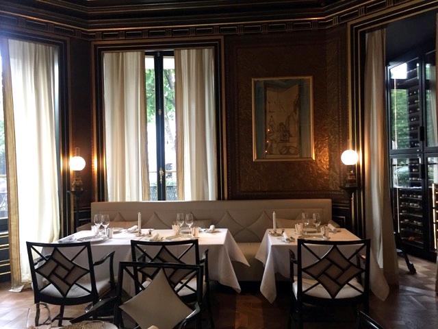 Almoço no Hotel La Reserve, em Paris 4