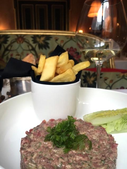 Almoço no Hotel La Reserve, em Paris 6