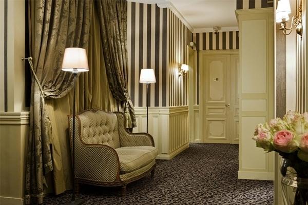 Hotel Powers, no Triângulo Dourado, em Paris