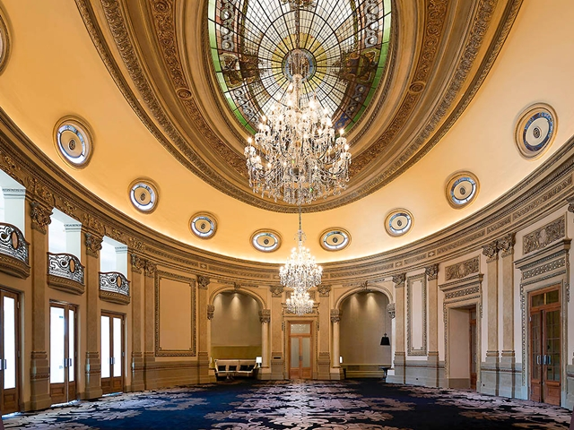 Um dos salões do hotel