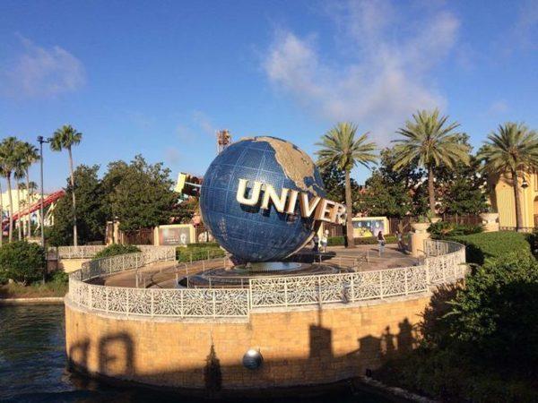 A famosa bola da Universal