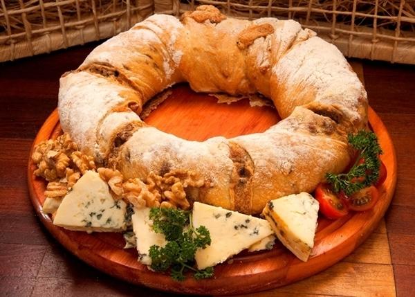 Rosca italiana roquefort com nozes