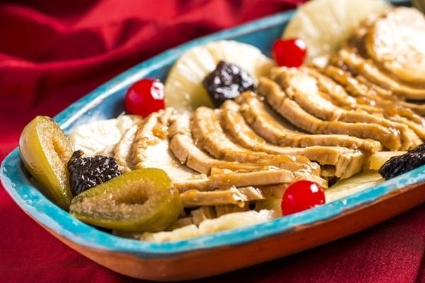Peru com frutas em calda