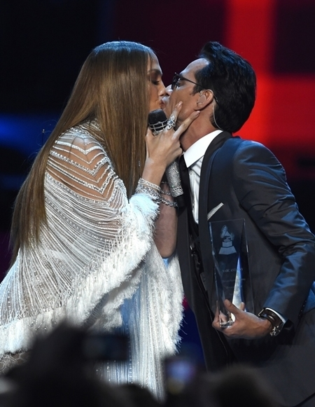 O beijo de J-Lo e Marc Anthony