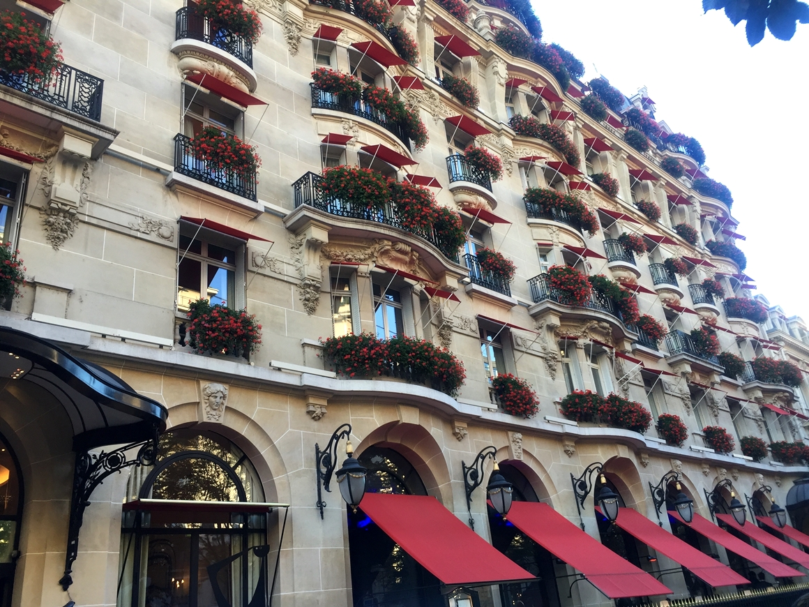 Hotel plaza ath n e paris onde ficar em paris you must go for Hotel paris 11