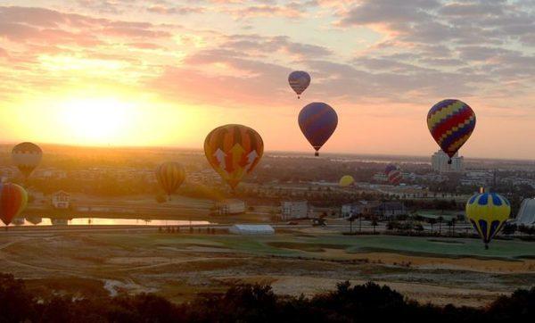 Balões no céu de Kissimmee, Orlando