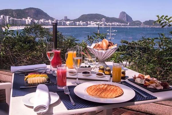 Café da manhã com vista