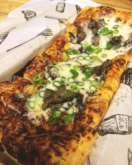 Pizza de pão de queijo - Mix de cogumelos