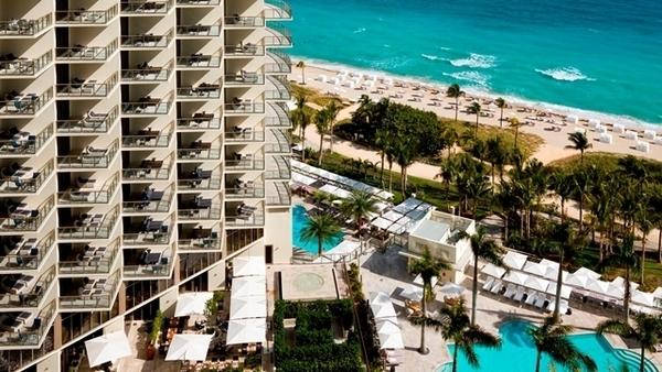 Samantha Schmutz em Miami | St. Regis Bal Harbour