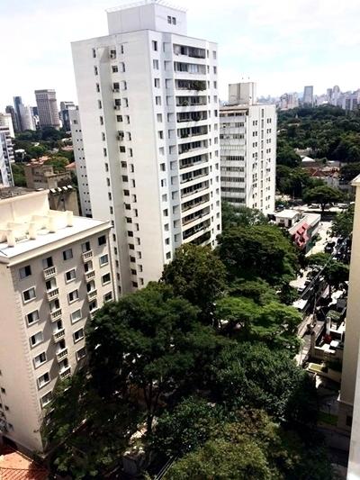 Vista urbana do hotel
