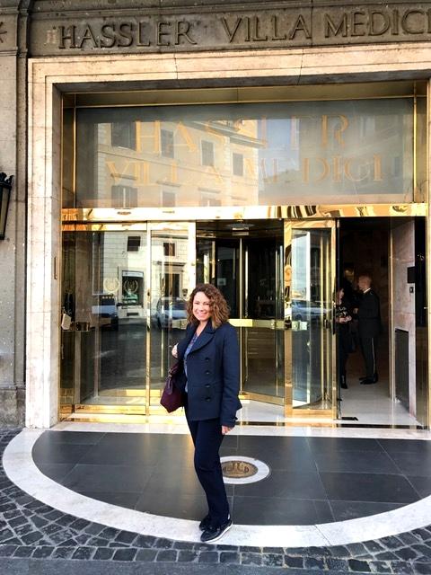 Na entrada do hotel