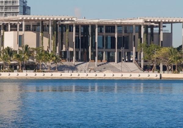 Pérez Art Museum visto da orla de Biscayne
