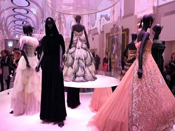 exposição da Dior em Paris