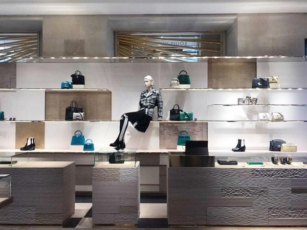 loja da Louis Vuitton em Paris