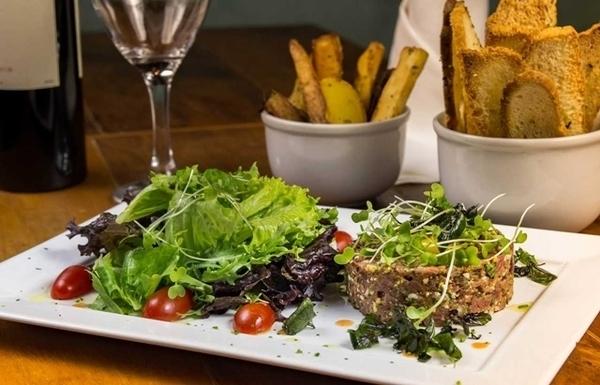 lugares para comer steak tartar no Rio