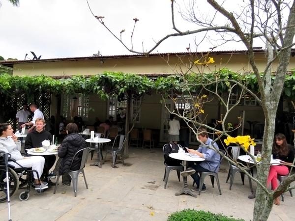 lugares para tomar café da manhã ao ar livre no Rio