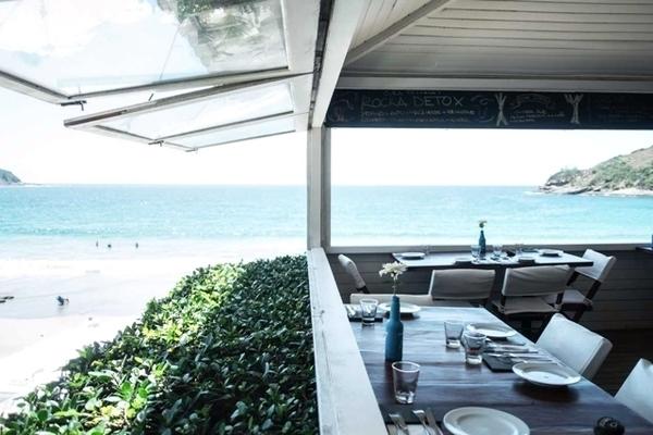 beach lounge em Búzios