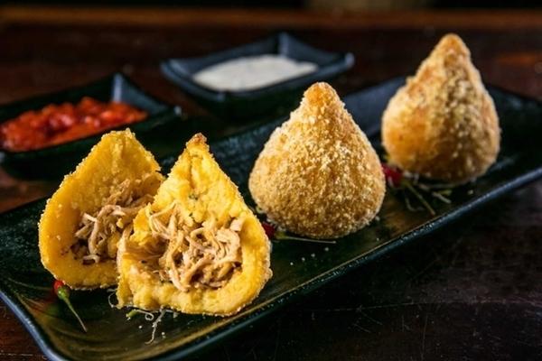 Comidas típicas de Festa Junina nos restaurantes