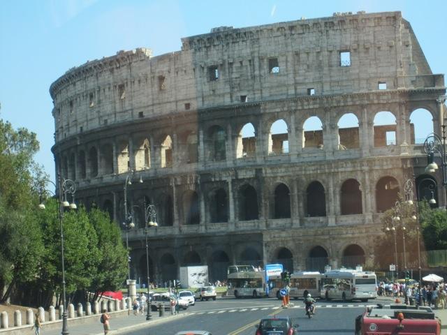 O Coliseu de Roma é outra de nossas maravilhas do mundo favoritas