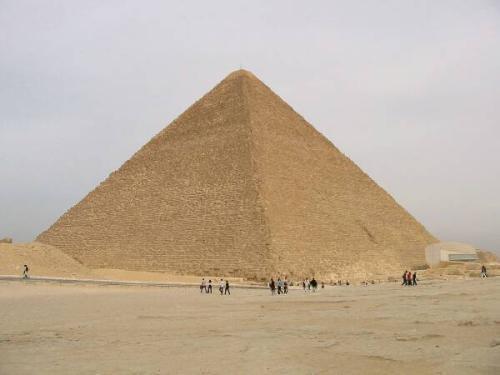 A grande pirâmide do Egito. Uma das 7 maravilhas do mundo antigo