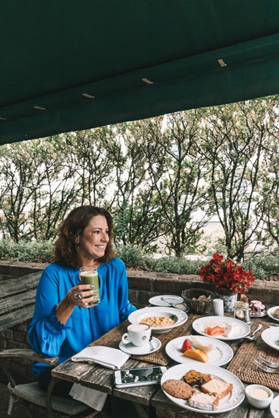 Renata Araújo no café da manhã do Fasano SP