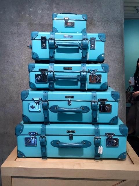 malas azuis empilhadas