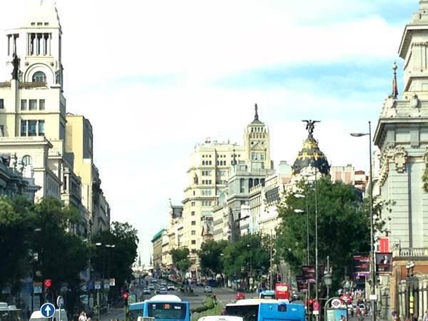 rua movimentada de Madrid