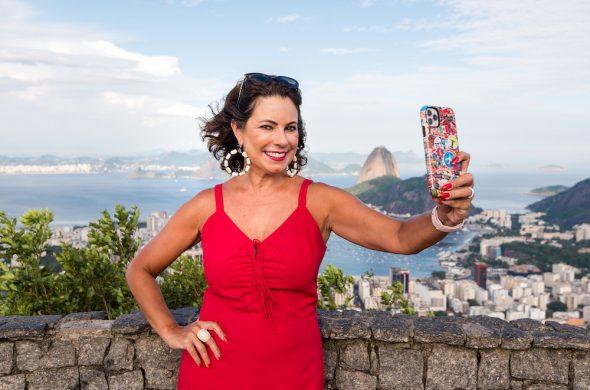 Renata Araújo You Must Go!