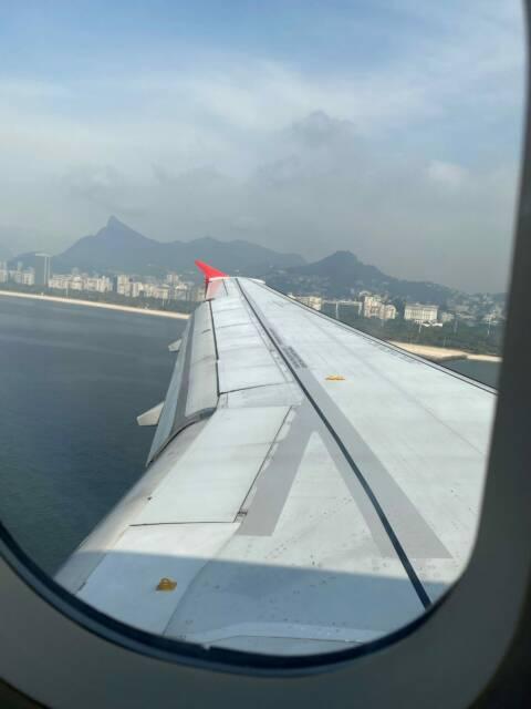 Avião pousando, perder o voo é um dos piores perrengues de viagens