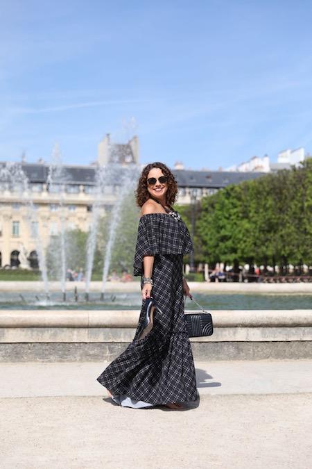 Renata Araújo no Jardim du Palais Royal - vestido Denise Sulima