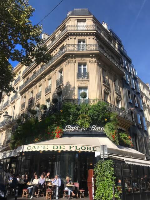 Café de Flore: uma das locações de Emily in Paris