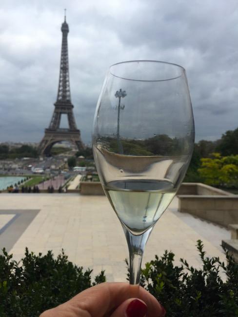 cafe de l'homme, em paris, vista pra Torre Eiffel