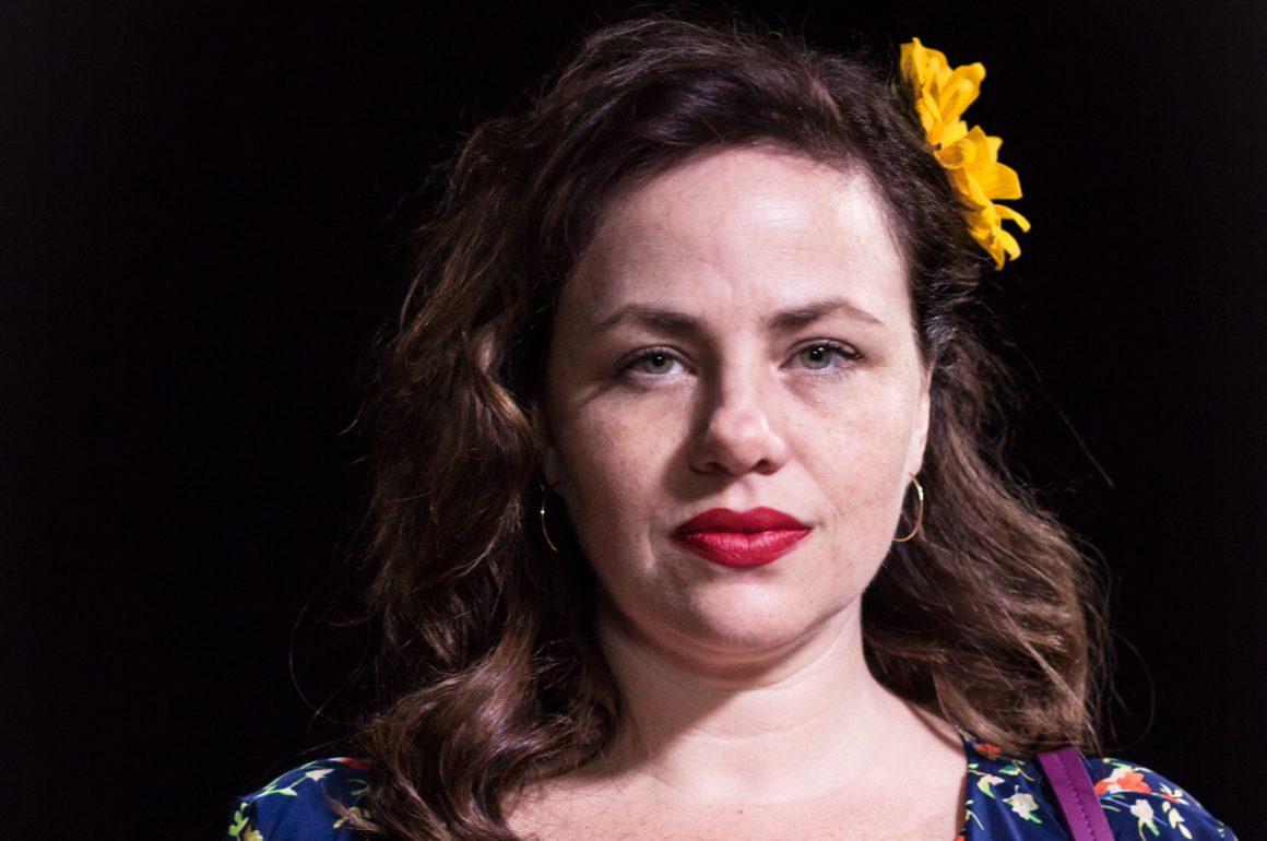 Sexo é tema de nova série brasileira com Karine Teles